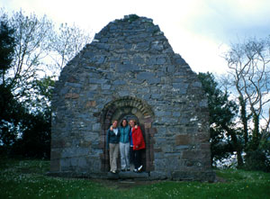 Description: Washington and Lee students at the Abbey at Inisfallen